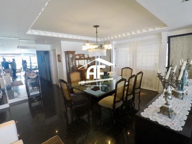 Apartamento com Vista para o mar - 300m² - 3 quartos todos suítes - Ótima localização - Foto 16
