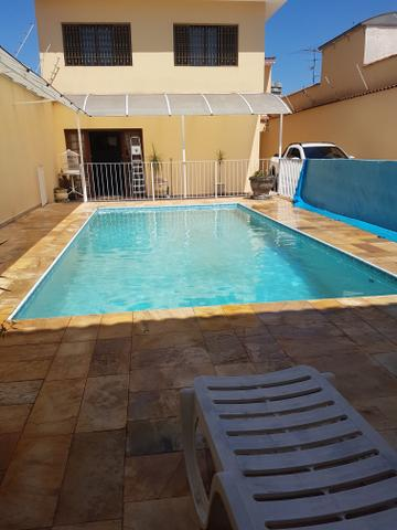 Troco casa com piscina