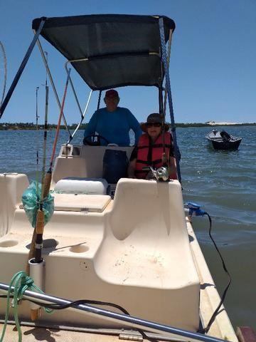 Lancha tipo catamarã 16 pés com motor johnson 25 hp partida elétrica - Foto 6