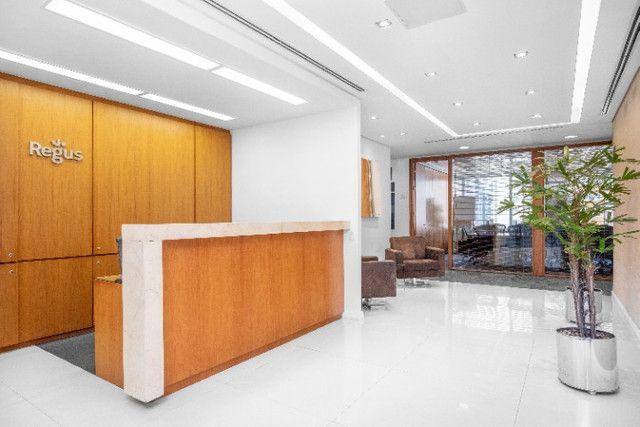 Espaço de trabalho flexível com secretária dedicada em Regus Renaissance Work Center - Foto 3
