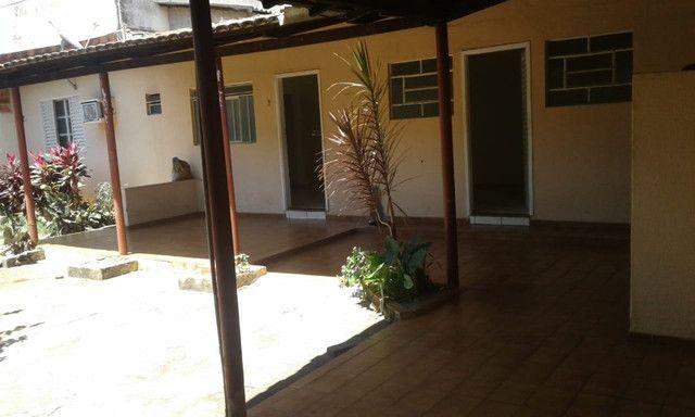 2 casas no mesmo lote, só aluga juntas, Fundo da Garagem de Onibus - Foto 8