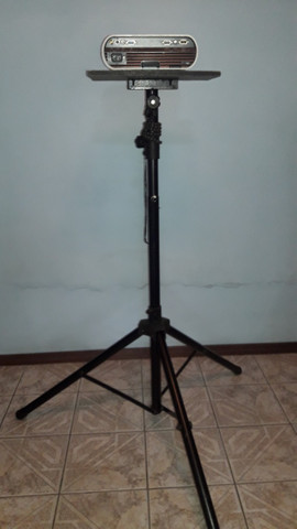 Tripé pedestal/suporte para Projetor e Caixa de som