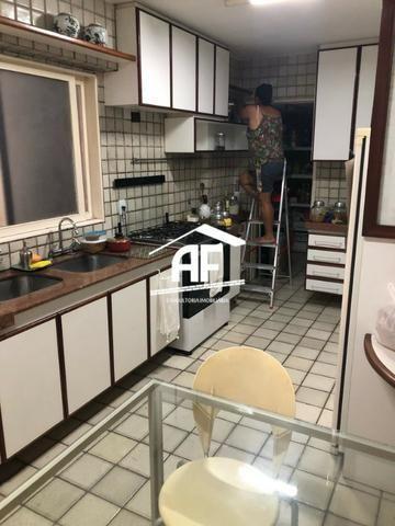 Apartamento com Vista para o mar - 300m² - 3 quartos todos suítes - Ótima localização - Foto 17