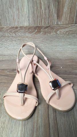 Rasteirinha bolsas relógio cosméticos calçados  - Foto 4