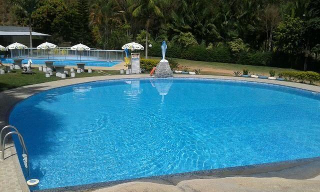 Chácara com triplex, área para festas com 3 piscinas e vagas p/ mais de 40 automóveis!! - Foto 4