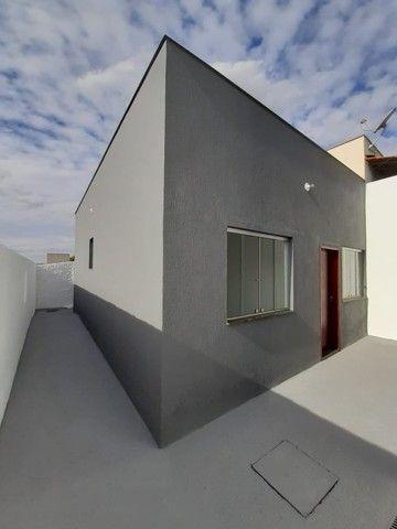 Vende-se Excelente Casa com Área Privativa no Bairro Planalto em Mateus Leme - Foto 7