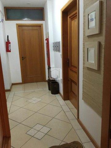 Apartamento de 3 dormitórios, 5 banheiros, 2 vagas de garagem, localizado no Bairro Nossa  - Foto 7