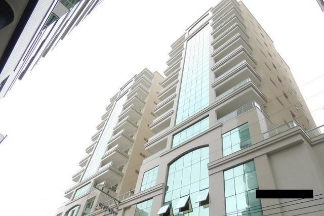 """Magnífico apartamento """"NOVO"""" 4 suítes na Avenida em Meia Praia em Itapema SC"""
