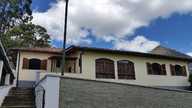 Linda residência com 5 quartos no Vale dos Pinheirros em NF/RJ