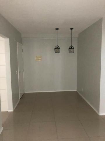 Apartamento com móveis projetados - Cond. Clube Costa Araçagi