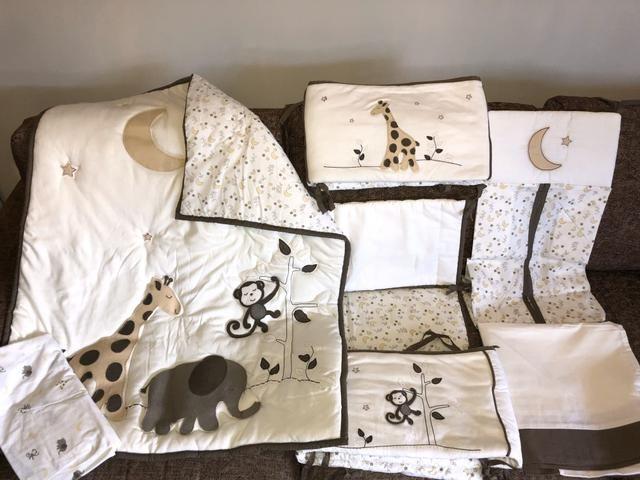 Kit berço com laterais+saia+lençol+porta fraldas+edredom+almofada de amamentação