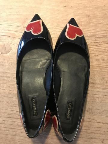 Sapato TAM 36 Corello novo preto com coração vermelho
