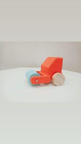 Carrinhos de madeira - Foto 4