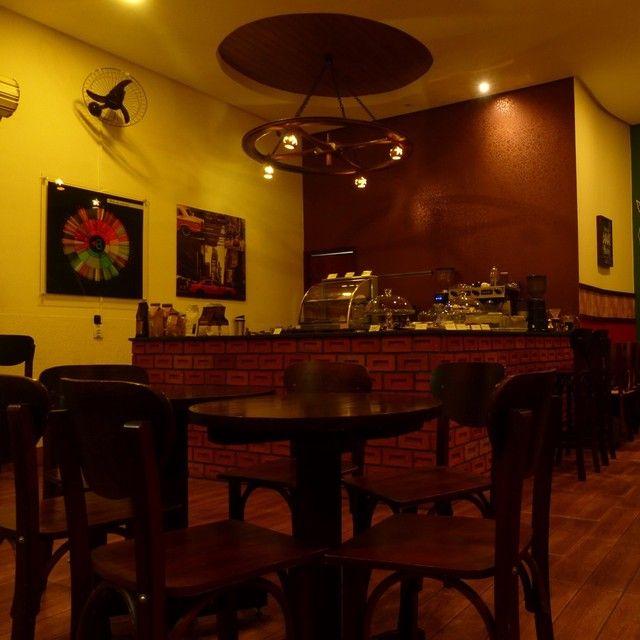 VENDE-SE mesas e cadeira marca (ESPAÇO BOÊMIO) - Foto 2
