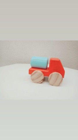 Carrinhos de madeira - Foto 2