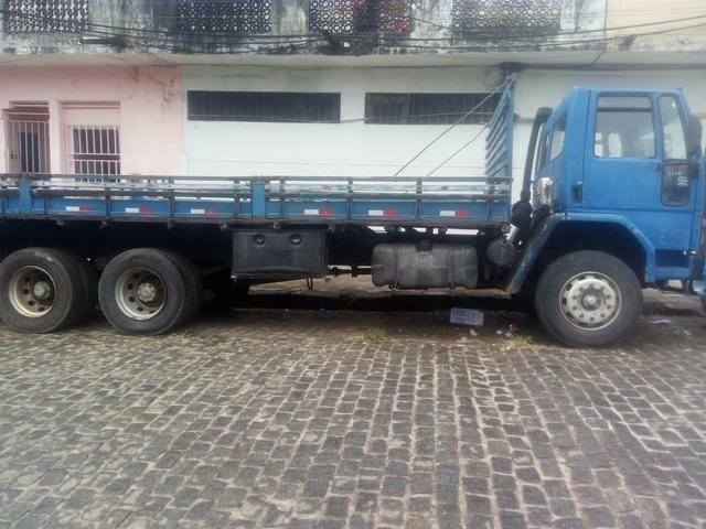 Caminhão vendo ou troco - Foto 3