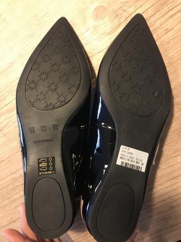 Sapato TAM 36 Corello novo preto com coração vermelho - Foto 2
