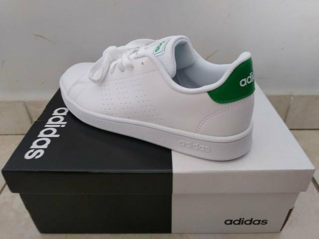 Vendo tênis Adidas número 32/33