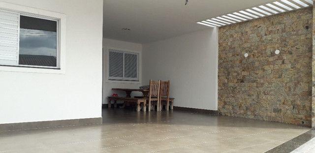 Casa 3 quartos 4 garagens condomínio fechado B. S. Maria Uberaba