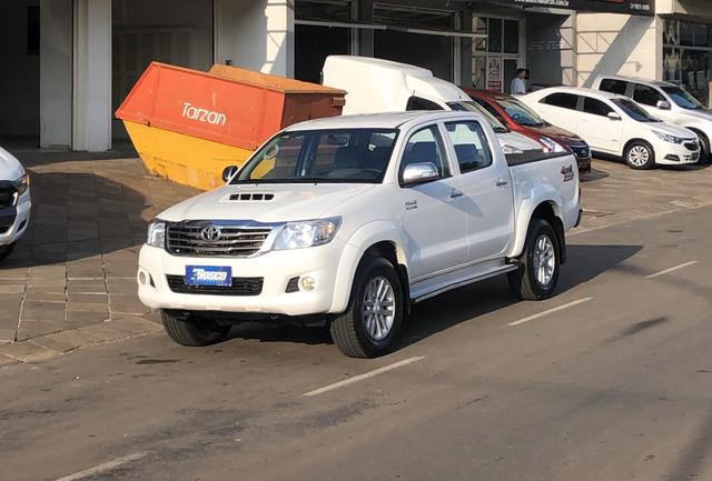 Hilux SRV 3.0 Diesel 4x4 Aut. *Controle Tração/ Multimídia/ Pneus 0km