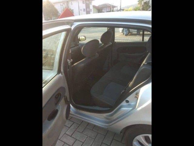 Renault Clio Sedan 1.0 - Foto 8