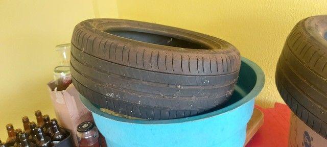 Vendo 2 pneus meia vida - Foto 2