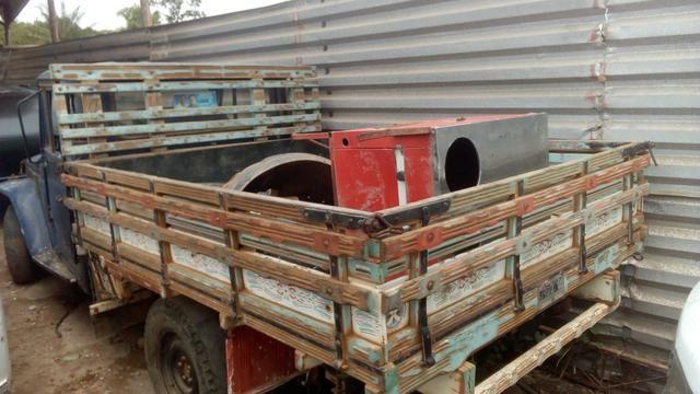 Carroceria de madeira para caminhonete em ótimo estado
