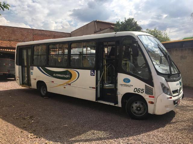 Micro-ônibus Mercedes Bens LO915 - 2010