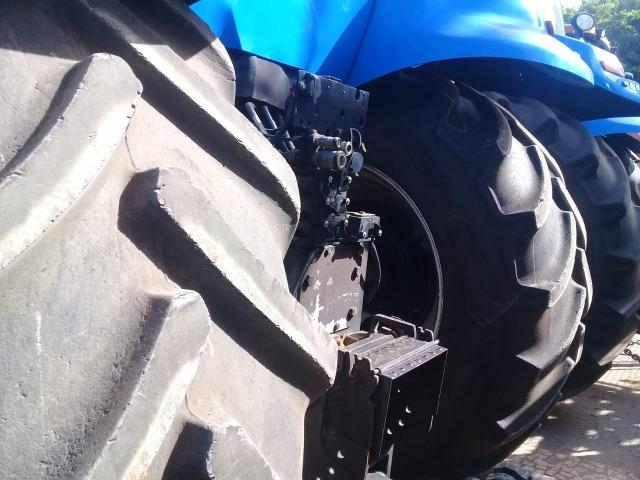 Trator New Holland T8 - Foto 3