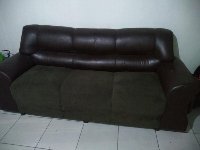 Vendo sofá 3 lugares muito grande de madeira boa - Foto 3