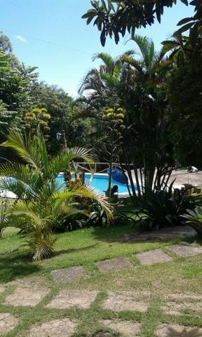 Chácara com triplex, área para festas com 3 piscinas e vagas p/ mais de 40 automóveis!! - Foto 5