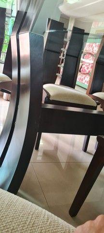Vende-se mesa tampo de vidro com 8 cadeiras - Foto 5