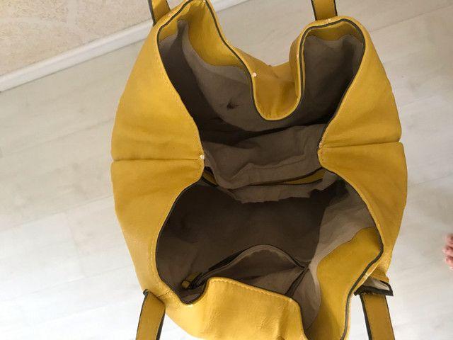 Bolsa couro Zara amarela com sinais de uso - Foto 5