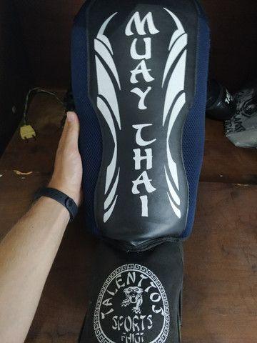 Luva de Boxe (Muay Thai) + Caneleira
