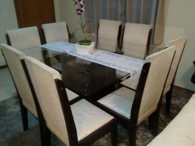 Mesa com 8 cadeiras 1.300,00