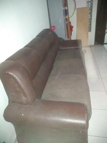 Vendo sofá 3 lugares muito grande de madeira boa