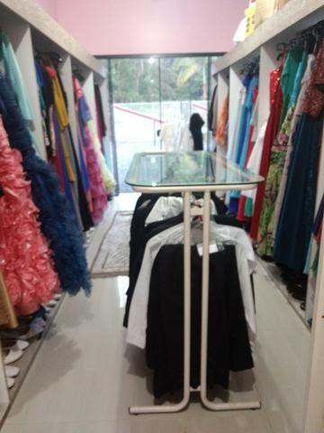Estoque roupas (loja de trajes)