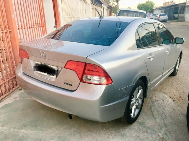 Vendo/troco new civic 2008 por carro ou moto menor valor - Foto 2