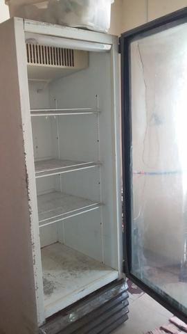 Vendo freezer expositor grande, com defeito, divido na cartão e a vista tem disconto - Foto 4