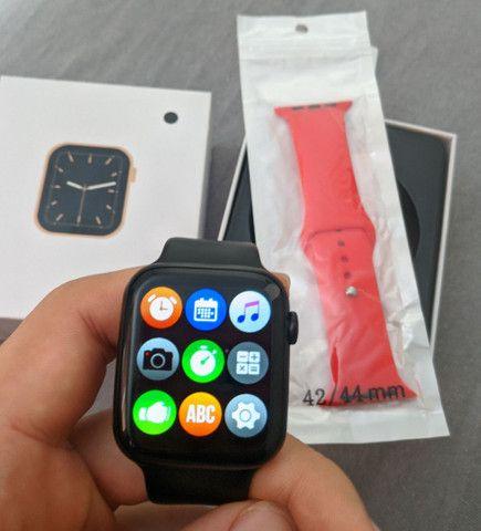 Relógio inteligente W26 + Pulseira de brinde Faz/recebe chamadas - Foto 4