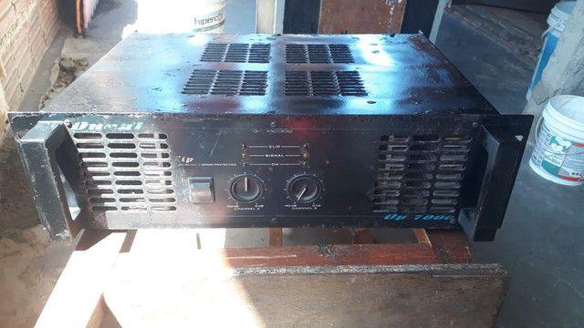 Amplificador op 7000 oneal. Sendo 1300 em rms. 650 por canal.