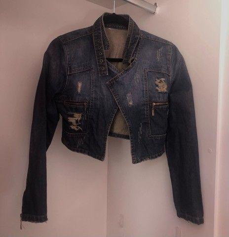Lote de blusinhas básicas e casaquinho  - Foto 2