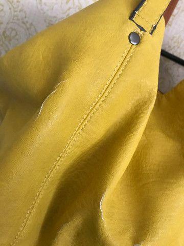 Bolsa couro Zara amarela com sinais de uso - Foto 3