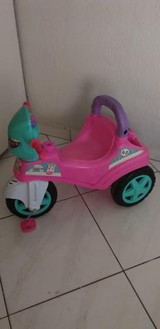 Triciclo infantil menina
