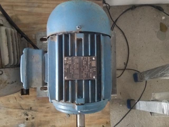 Motor de indução trifásico 4 polos