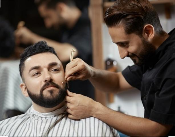 Procura-se Barbeiro com experiência e qualificação com certificado - Foto 2