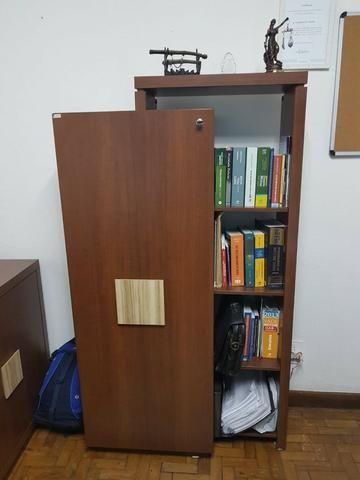 Mesa executiva + bancada + armário c/ prateleria Escritório - Foto 4