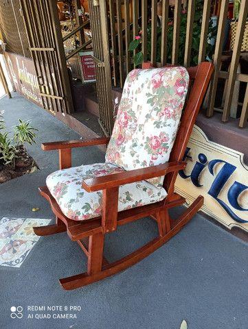 Cadeira de Balanço - Leia a Descrição - Foto 3