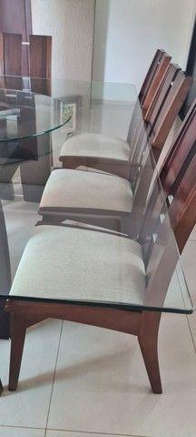 Vende-se mesa tampo de vidro com 8 cadeiras - Foto 4
