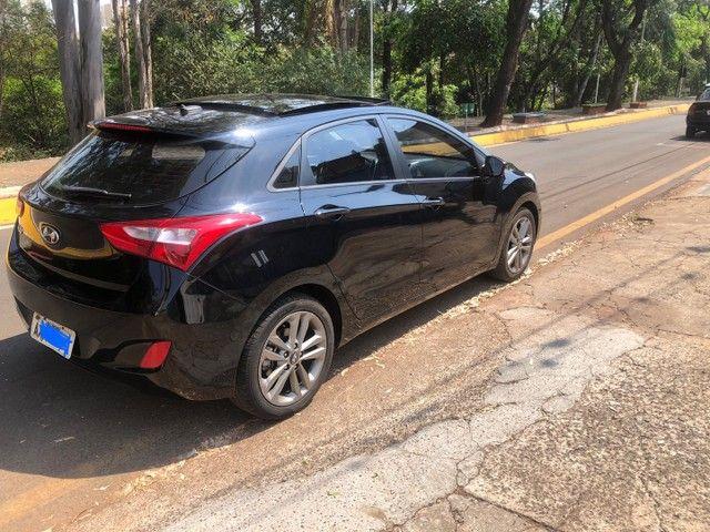 Hyundai i30 preto 2016 aut 1.8 teto solar